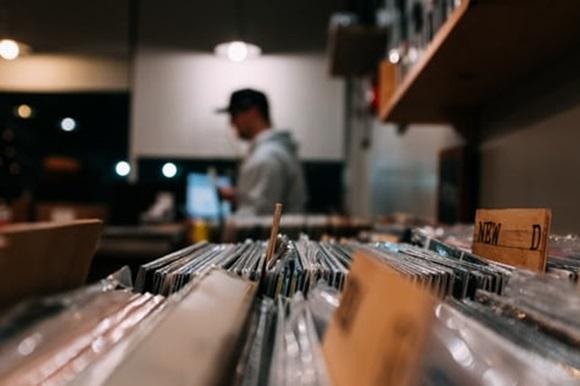 Такого не было с 1986 года: виниловые пластинки бьют рекорды продаж